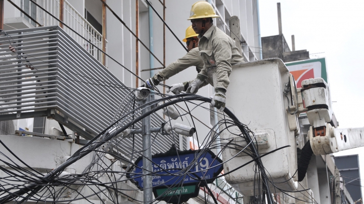 MEA removes telecom lines on Pradipat Road under P...